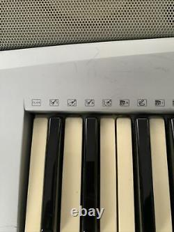 Yamaha YPT300 Keyboard Piano Musical Instrument Works Great