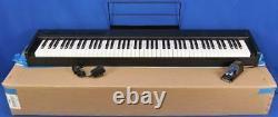 Korg D1 Piano Numérique 88 Clavier Pondéré Avec Le Support De Partition De La Boîte Et La Pédale