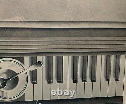 Rare 1979 Hugh Kepets'demitasse' Coffee Cup Sur Piano Keyboard Lithographie