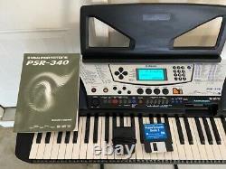 Yamaha Psr-340 Music Keyboard Synthétiseur De Piano + Stand + Pied De Pédale + Manuel
